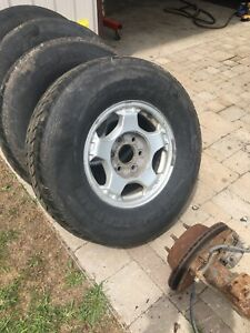 265/75/16 tires/rims gm 6 bolt  1500 , gmc Chevrolet