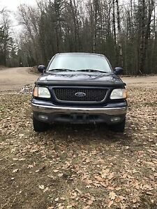 2002 Ford F-150 lariat good condition but needs tranny