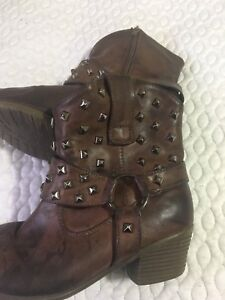 Western style boots - size 7