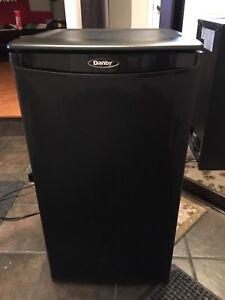 Danby 3.2 cu ft bar fridge