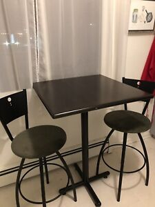 High bar style table & chairs