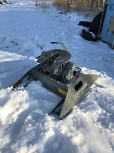 B&W BVK 3500 Companion Fifth Wheel Hitch. **ONLY 7 MONTHS OLD**