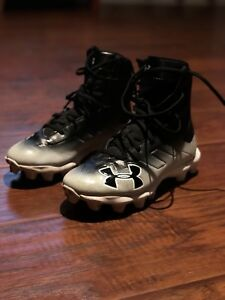 Football cleats Under Armour youth sz 4