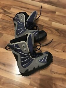 Size 4 youth snowboard boots