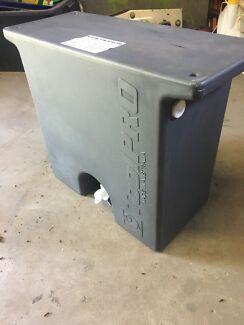 Water tank, under tray Ute mount