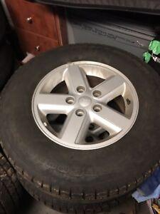 Ensemble de pneus et mags d'hiver Jeep 245/70 R16