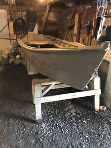 Wooden boat with fibre glass bottom, ores included