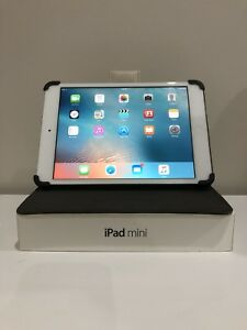 Apple iPad mini 32GB white with ivory quilted Belkin case