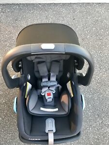 Like new 2017 Uppababy Mesa car seat and base and rain cover