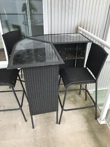 Stylish Out door patio bar and 3 bar stools
