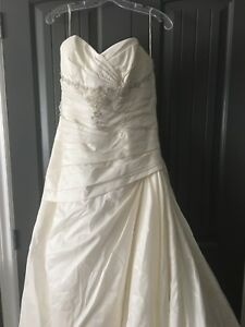 Wedding dress size 18 (fits like a 14-16)