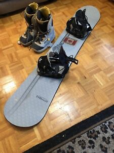 160cm MENS AIRTRACKS SNOWBOARD W/12.5 SIZE BOOTS - BARELY USED