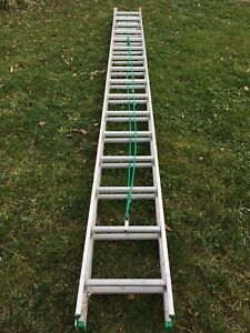 32' Featherlite Ladder