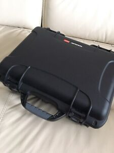 Saramonic lapel 3 way mic channel plus case.