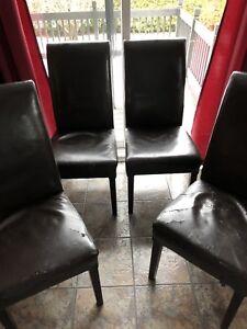 Chaises cuisine en cuir brun 2 pour 50 ou 4 pour 75$