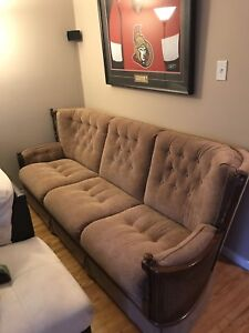 Like new 3 piece sofa set, must see, delivery available