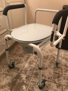 Portable commode with liners
