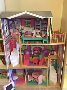 """""""American Girl"""" 18"""" Dolls, House, and Accesories"""