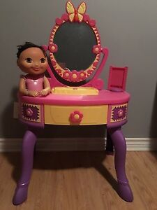 maquilleuse Dora