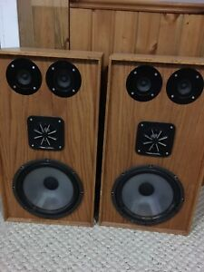 Realistic Speakers