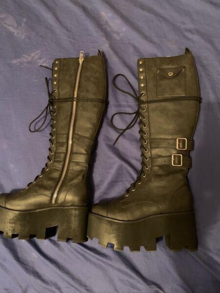 b5871af37b4c0 Current mood Jane Doe boots size 7