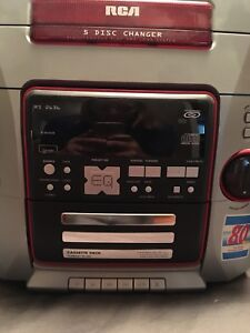 RCA 5 disc CD Player w/ 2 Speakers