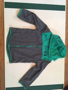 Under armour sweater size 7