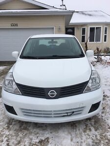 2009 Nissan Versa mint condition!