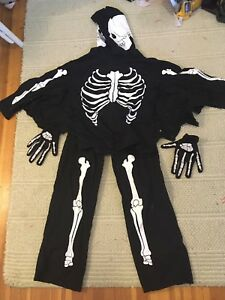 Halloween costumes - Skeleton + scrubs