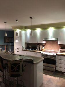 Armoires de cuisine, comptoir et îlot