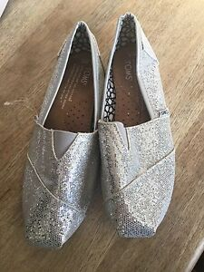 NEW Sparkly silver Toms