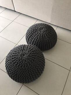 2 x Poufs