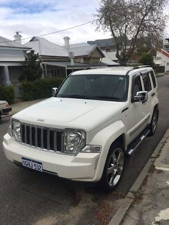 Jeep Cherokee limited series 2010 low km's