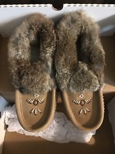 Ladies size 7 soft moc moccasin's slippers shoes