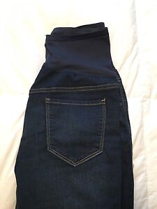 Old navy maternity jeans -barely worn size 8
