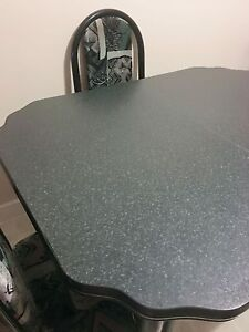 Dining table with 4 chairs !!! Good condition 70$ !!!