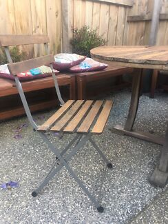 FREE Outdoor Table & Chairs