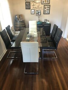 Black and white glass Dining table & chairs
