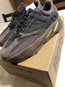 Yeezy 700 Mauve Size: 7.5 9 and 9.5