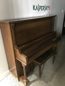 Piano droit - stand upright piano