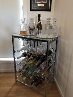 Wine bottle holder / glass top table