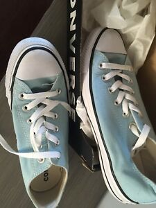 Size 8 Converse Chuck Taylor's