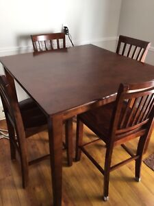 Pub style kitchen table and 6 chairs