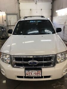 2011 FORD ESCAPE AWD $4800 ON THE ROAD