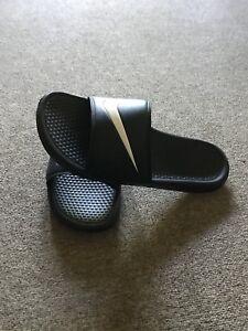 96783504d Nike Slides