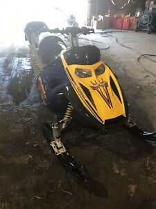 2005 Skidoo Summit 1000 Highmark X *LOW KMS*
