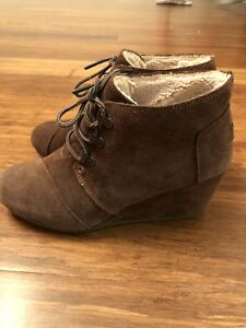 Women's Shoes: Tom's suede boots , Size 8