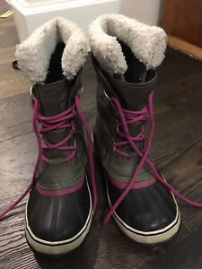 Ladies pink-white-black tofino boot