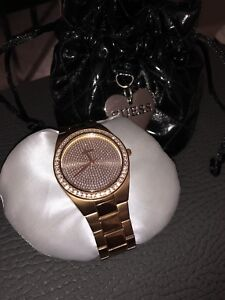 Rose gold Guess Female Watch