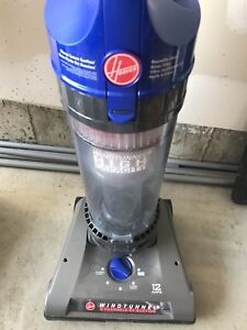 ALMOST BRAND NEW HOOVER WINDTUNNEL 2 BAGLESS UPRIGHT VACUUM